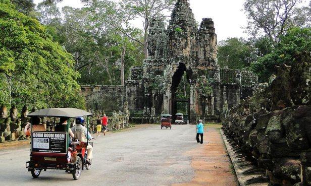 angkor-thom-entrance-gate.jpg